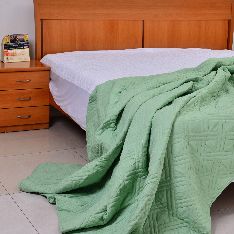 sage green microfiber lightweight summer quilt full queen bedding bed bath home online. Black Bedroom Furniture Sets. Home Design Ideas