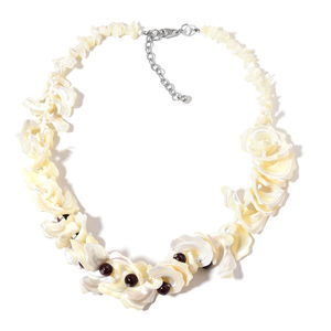 White Shell, Mozambique Garnet Beads, White Glass Silvertone Necklace (20 in) TGW 35.00 cts.