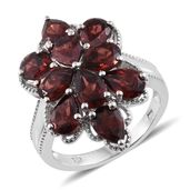 Mozambique Garnet Platinum Over Sterling Silver Elongated Flower Ring (Size 6.0) TGW 8.65 cts.
